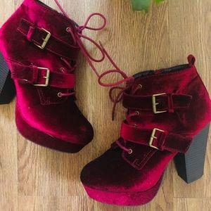 REPORT Platform Velvet Heel Boots w Buckle Details